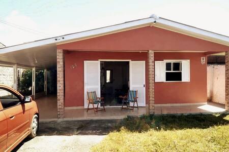 Veraneio: Casa no Centro de Quintão à 100m do mar