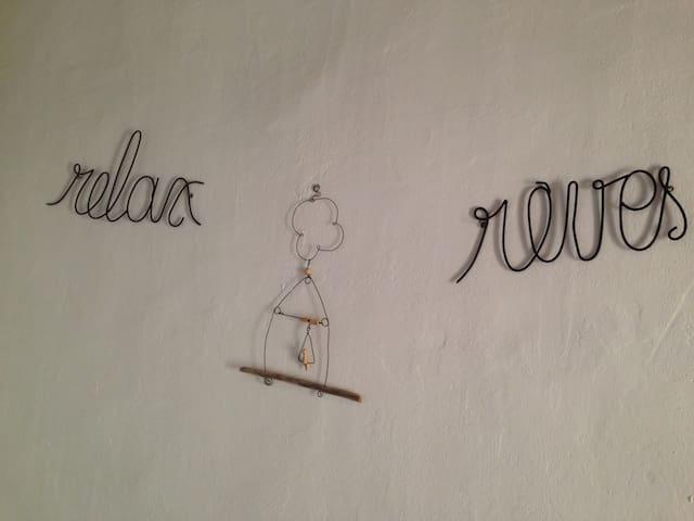 """Une chambre dans """"la Malle Bleue""""! - Vallabrix - Bed & Breakfast"""