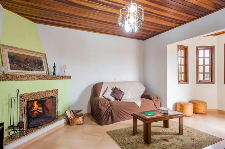 Casa com varanda e vista verde - Campos do Jordão - Haus
