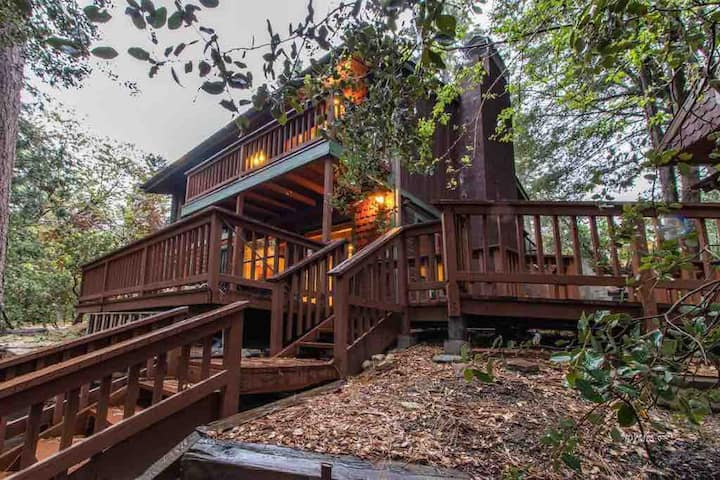 Gorgeous Treehouse for Family or Remote Work!