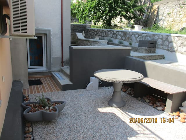 APARTMENT  SUSAK, FREE PARKING. ENG/ITA/NL/PL