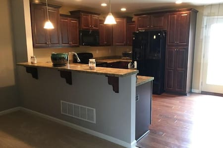 Large Bedroom with walk in closet - Louisville - Casa