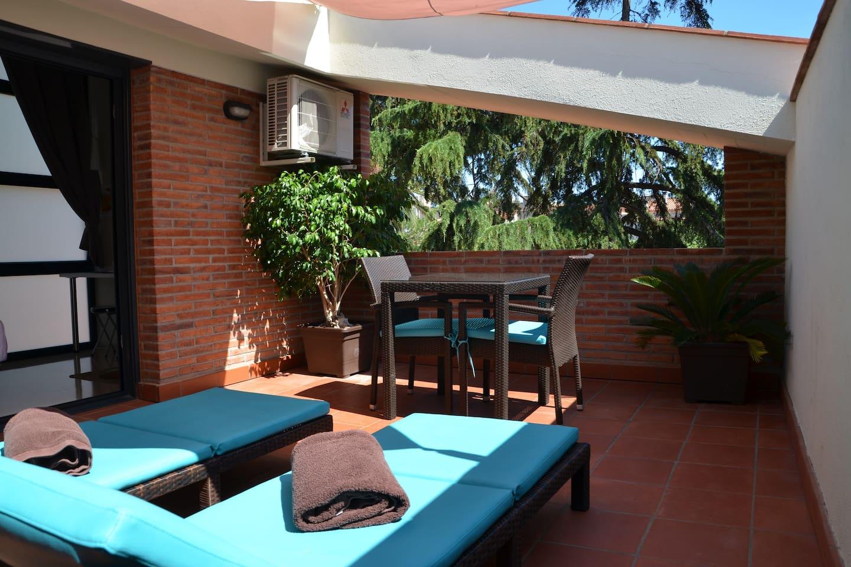 Terrassa privada amb 2 tumbones