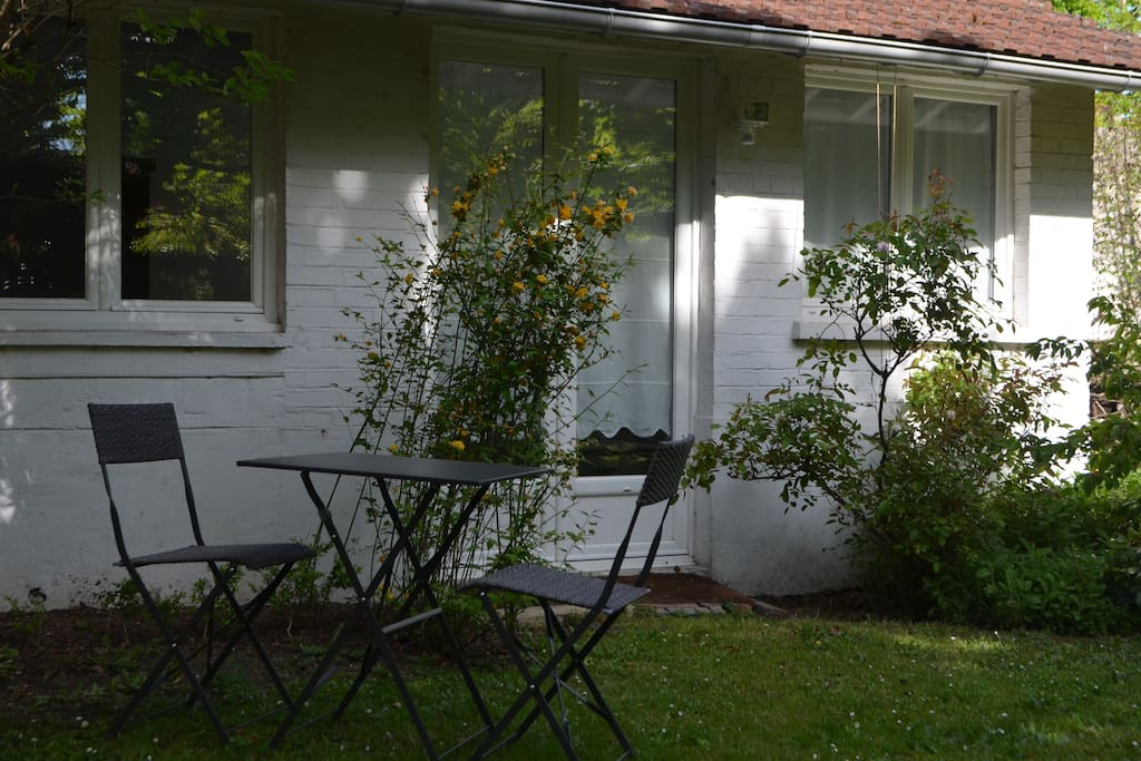 Petite maison avec jardin 15 39 paris houses for rent in for Jardin 600m2
