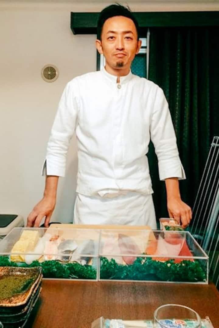 Hi!  I'm Mamoru, a personal sushi chef.