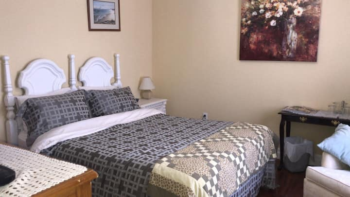 Maidstone Inn B & B - Room 1