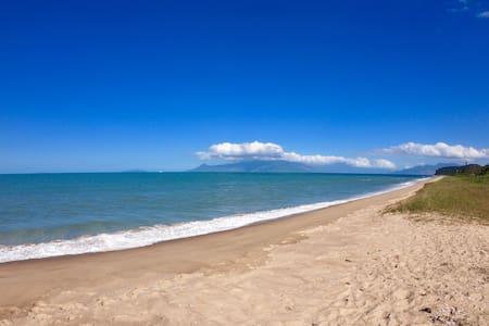 Apto Frente p/ Praia - Maravilhoso 50 Mts da Praia