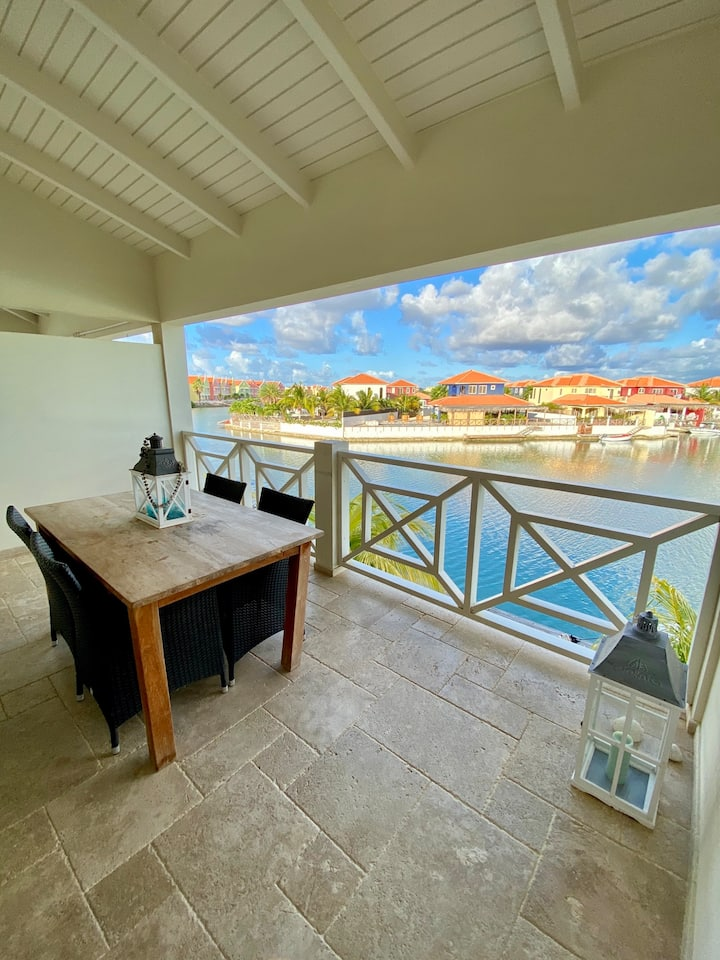 Caribbean Lofts 'Kokolishi' *2 bedrooms/Water side