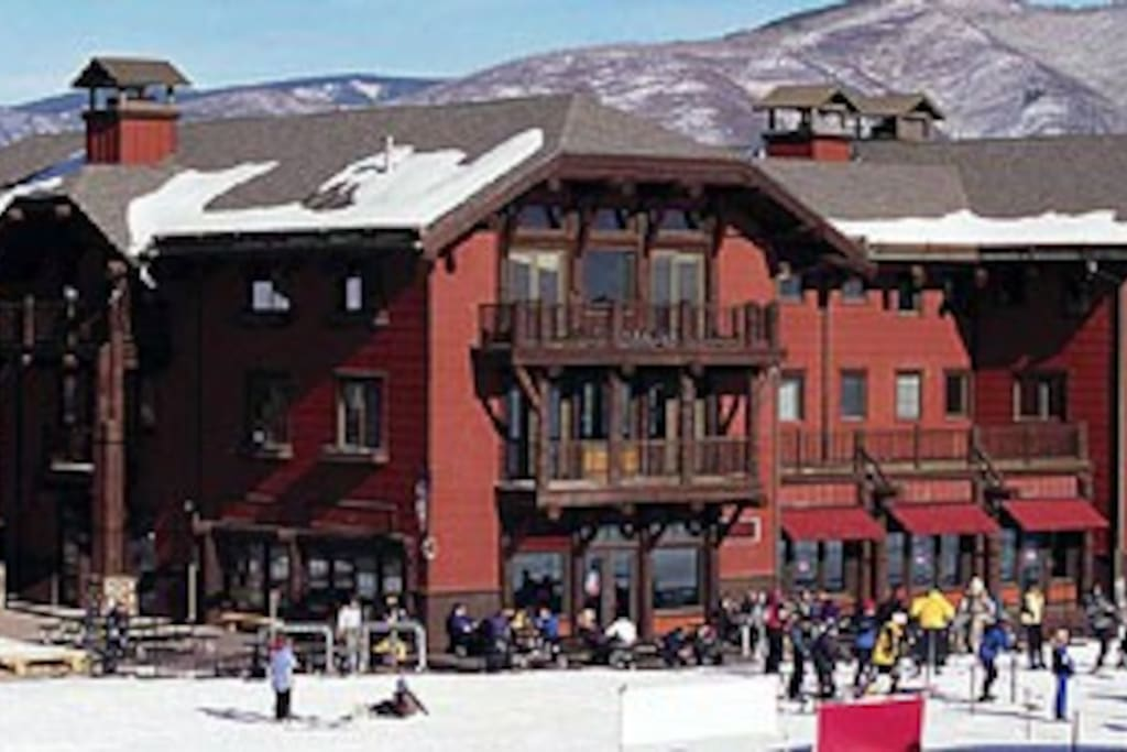 The top floor in this picture is our unit!!! The best in Aspen :)
