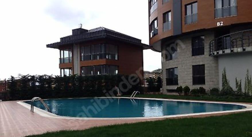 Sariyer'de 1+1 daire - Zekeriyaköy Köyü - Apartmen