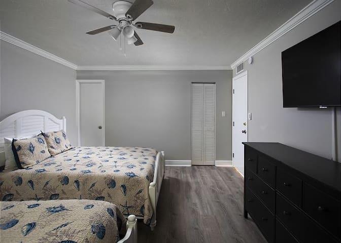 1st floor two-queen bedroom with full bath