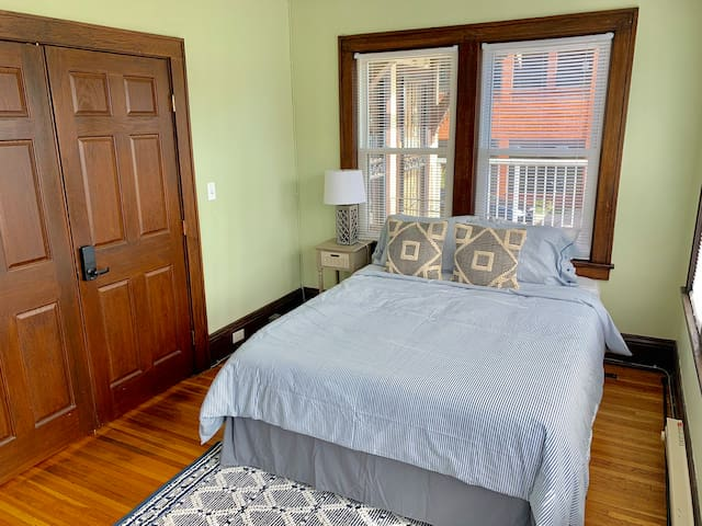 Private Powderhorn Room with Queen bed [5f]