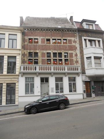 Appartement à louer  - Huy - Huoneisto