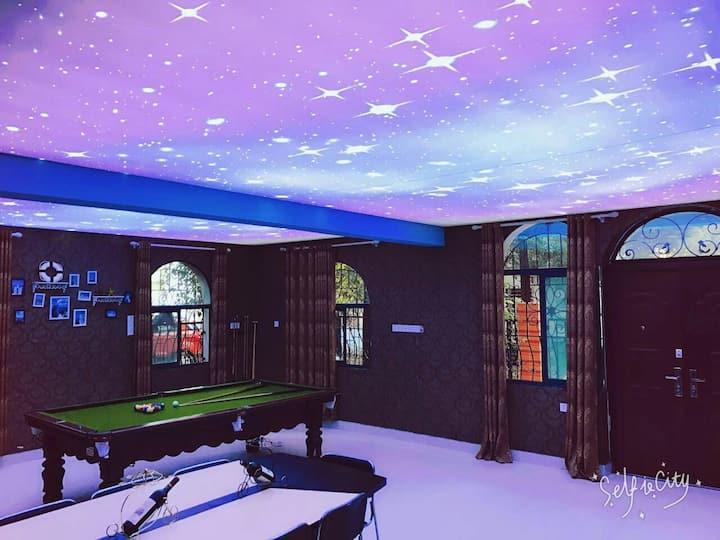 小伙子的一套专门用来搞活动的小别墅,可以通宵聚会唱歌吃饭打牌的的别墅