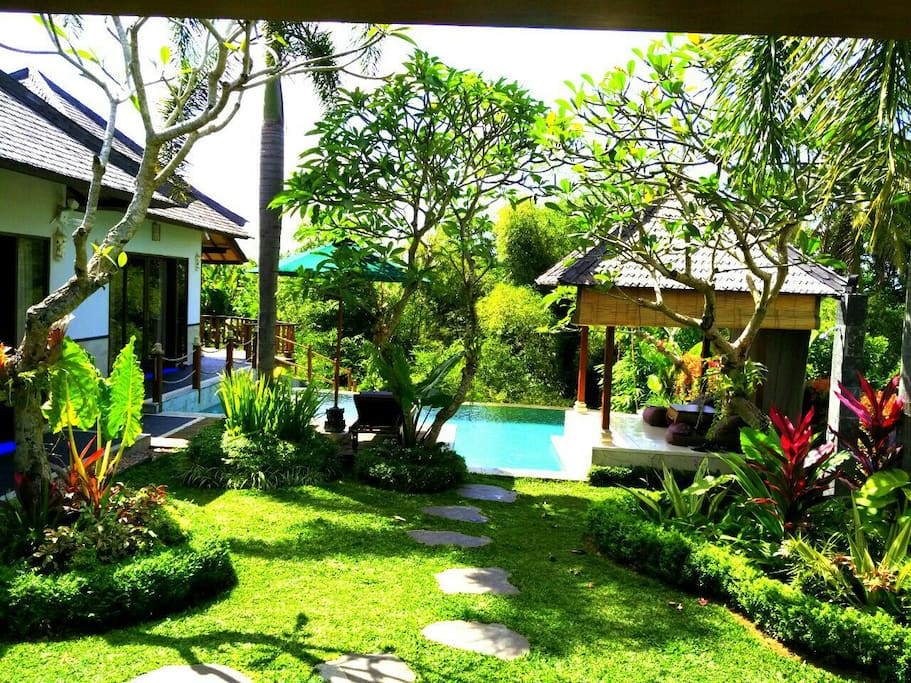 Villa leroy natural in harmony ville in affitto a ubud for Garden pool villa ubud