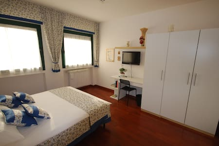 "Bed&Breakfast ""B&BiGim"" BLUE bedroom - Bergamo - Bed & Breakfast"