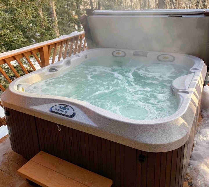 Chalet with Hot Tub on Okemo Mountain