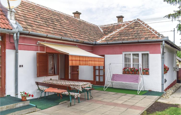 Semi-Detached with 2 bedrooms on 69m² in Balatonlelle