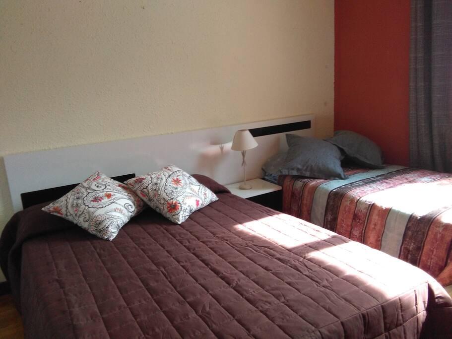 Habitación matrimonio con cama adicional