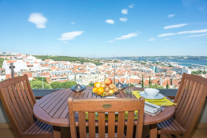 Amazing view apartment with Parking - Algés - Daire