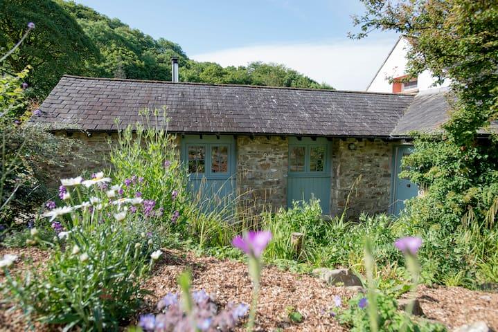 Dandelion Cottage, Amroth, Pembrokeshire