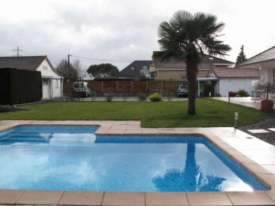 Tarbes location vacances guesthouses for rent in ibos for Piscine paul boyrie tarbes