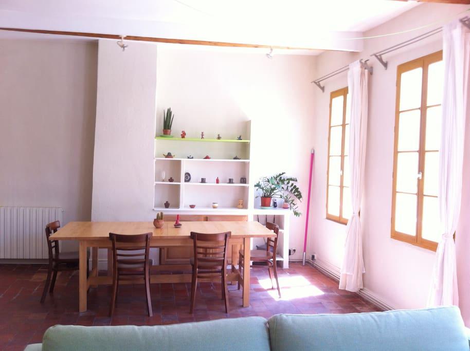 avignon intramuros clim appartements louer avignon provence alpes c te d 39 azur france. Black Bedroom Furniture Sets. Home Design Ideas