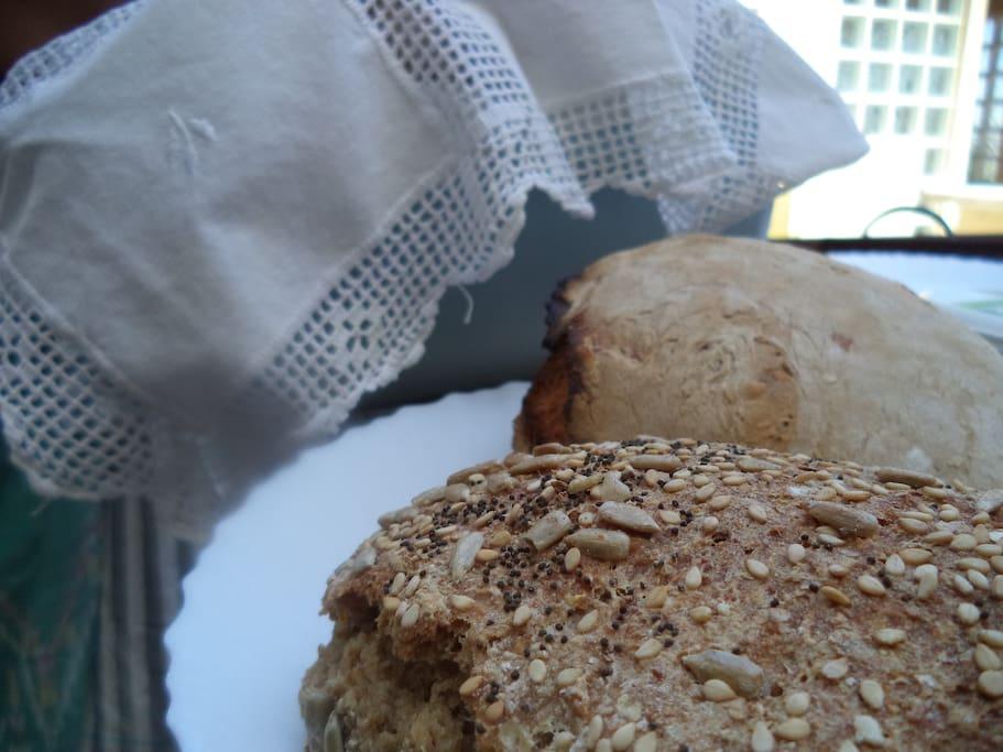 Pão feito no forno a lenha