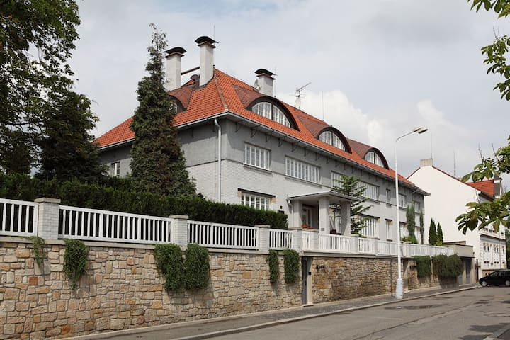 Art deco hotel close to Prague  - Kladno - Bed & Breakfast