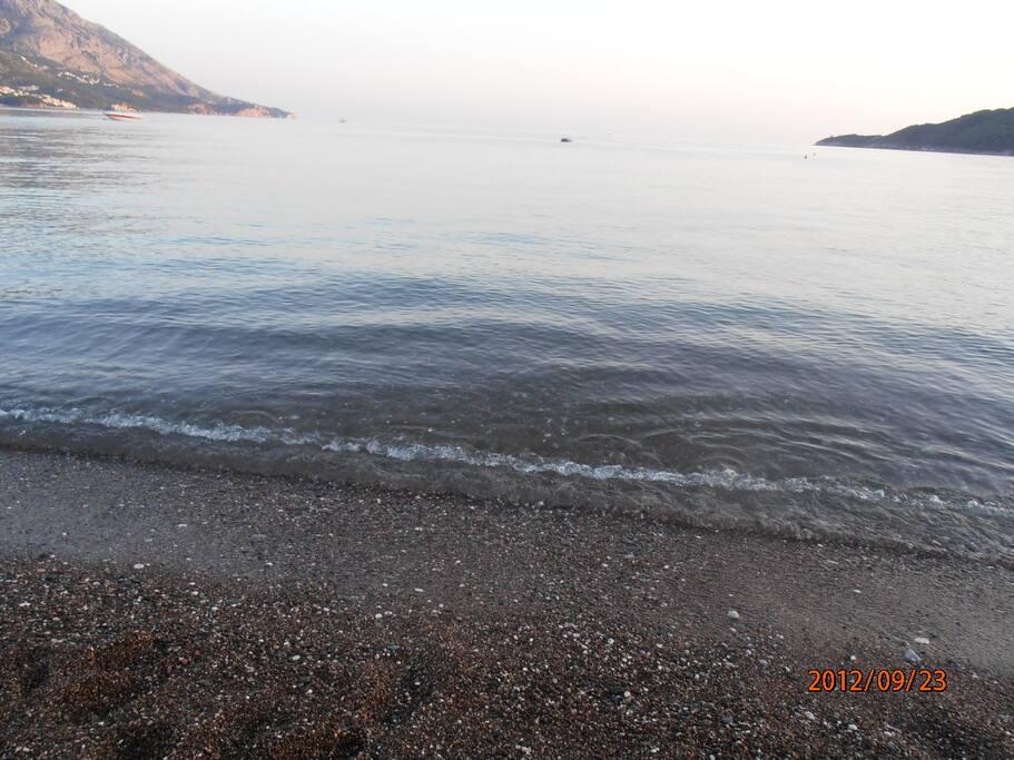Рядом красивейший песчаный пляж Бечичи протяженностью 1800м до Рафаиловичей