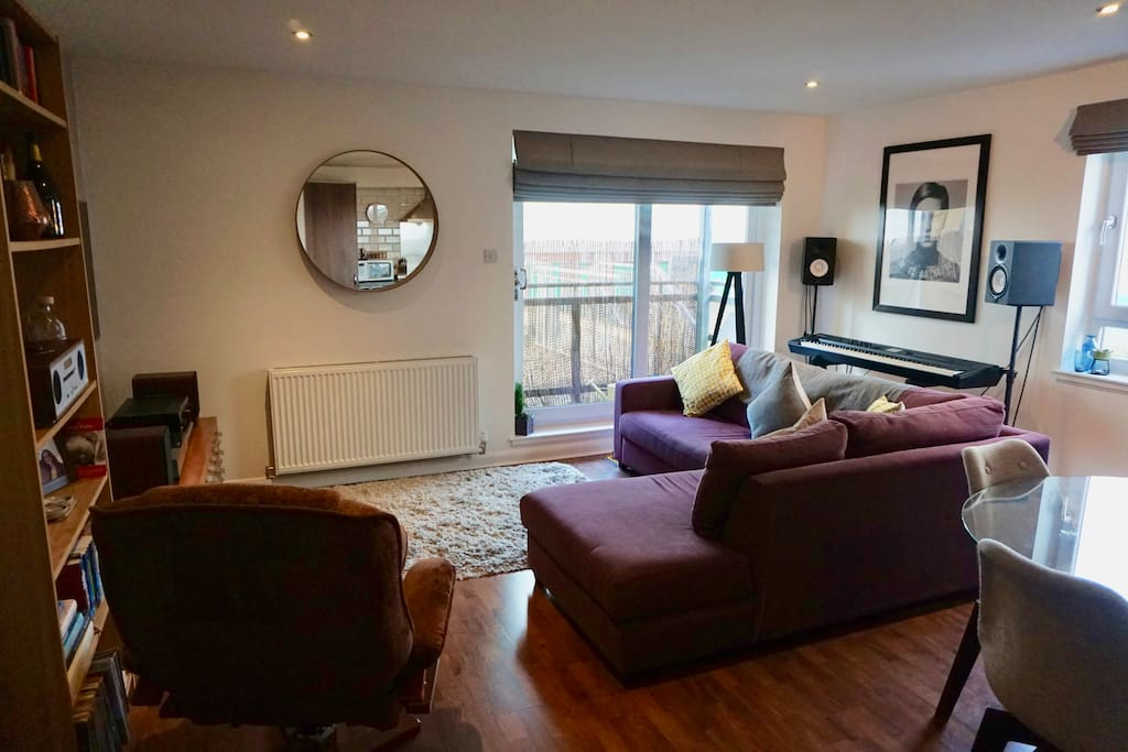 Modern Apartment in Vibrant Leith Flats for Rent in