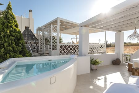 Grand Deluxe Suite outdoor Spa/Aeolos Villas Naxos