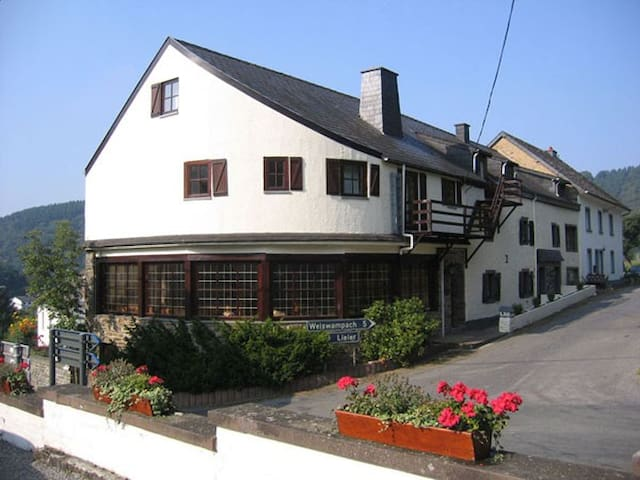 Charmante Vakantiewoning (30 pers) - Burg-Reuland - House