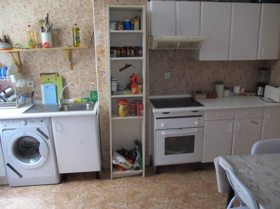 y la cocina, muy grande!