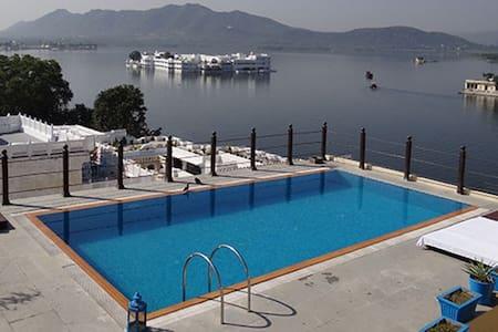 Hotel Udaigarh Udaipur - ウダイプル - B&B/民宿/ペンション