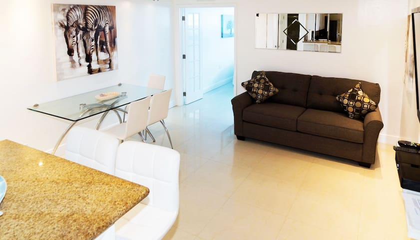 BEACHFRONT CONDO-HOTEL one bedroom + free parking