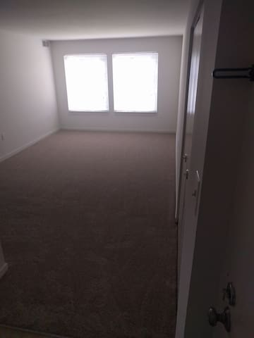 Private bedroom and Bath with shared Kitchen! - Germantown - Byt