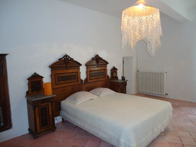 La belle Italienne - Montfrin - Bed & Breakfast