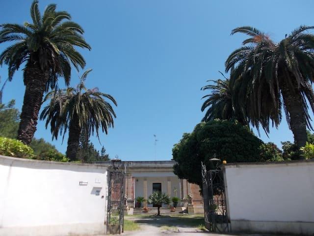 Casa in Villa anni '30 - lecce - บ้าน
