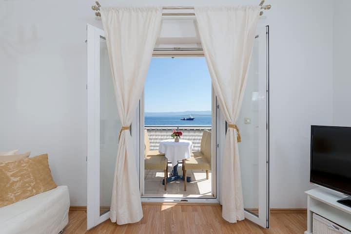 Bol Seafront apartment Santo 1 B&B