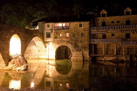 Очаровательный вид на Данилов мост - Rijeka Crnojevića