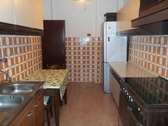 TRILOCALE A ROMA FINO A 6 PERSONE - Rom - Wohnung
