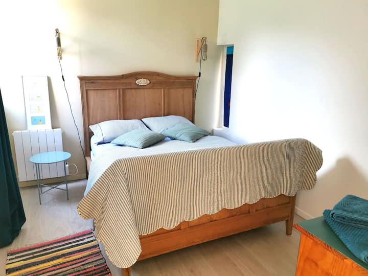 Chambre au calme dans villa contemporaine