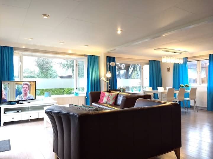 Spacious, beautiful chalet on the IJssel