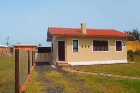 Casa a 300 metros do mar no Jardim Beira Mar