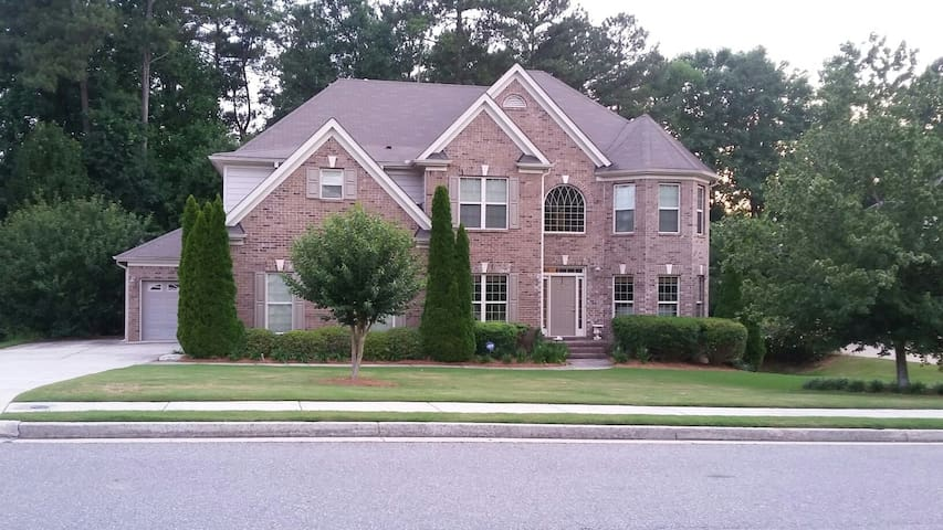 Luxury Home in Upscale Neighborhood - Lawrenceville - Dom