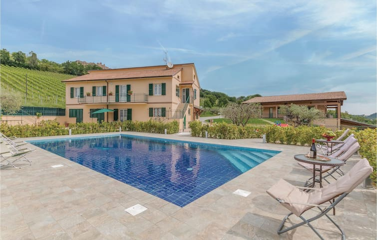 Semi-Detached with 4 bedrooms on 130m² in Montedinove (AP)