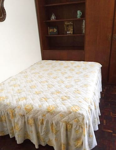 Bedroom with private bathroom (Great for TOURISTS)
