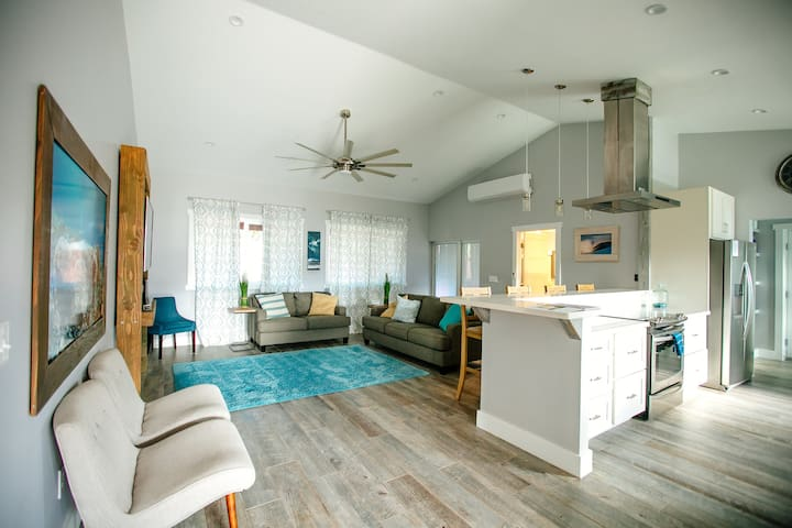 Brand New 3 bdrm Home with A/C, 1 block from beach - Laie - Rumah
