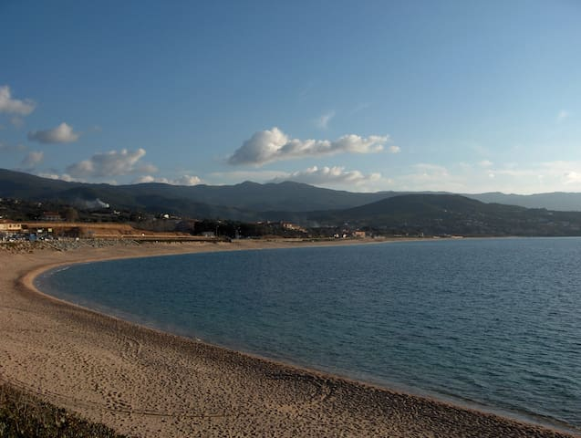 Maison sur la plage d'Agosta